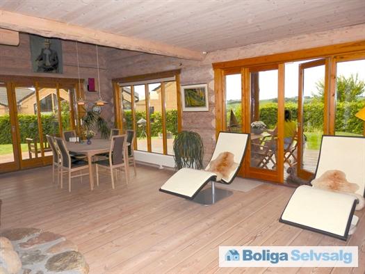Stuen med tilhørende terrasser
