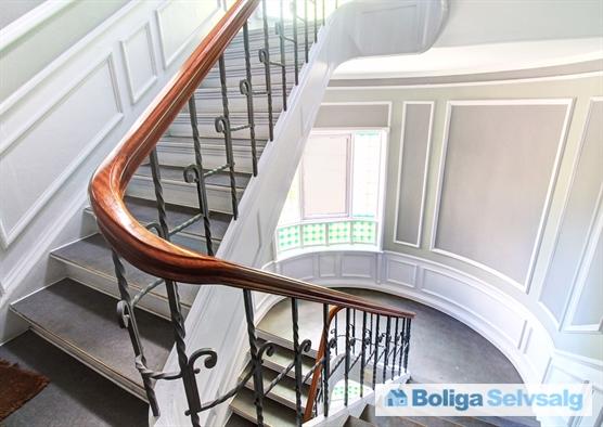 Smuk og velholdt trappeopgang.