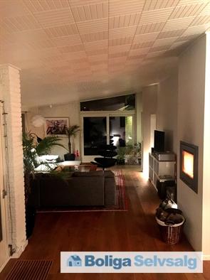 Aftenstemning i opholdsstue i stueetage