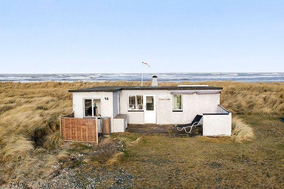 Dette sommerhus ligger midt i de nordjyske klitter. Foto: Thorkild Kristensen, Blokhus