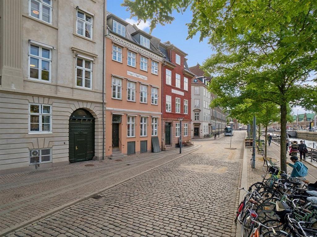 Ved Stranden 12, 1061 København K
