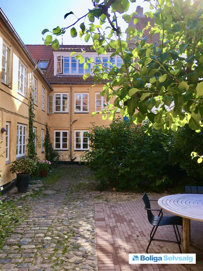 Graven 8A, st., 8000 Aarhus C